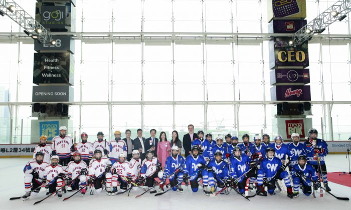 (L-R) HK Selects White (white)and Bangkok Warriors (blue) line up for a group photo with all puck drop ceremony officiating guests before coming head-to-head after the ceremony. (Mega Ice)
