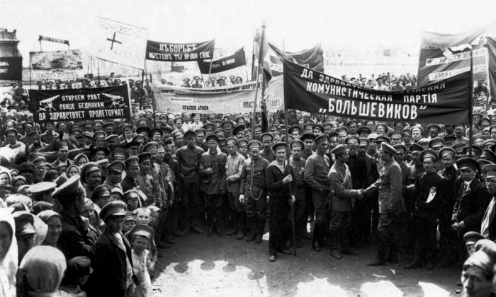 1918 demonstration of pro-Bolshevik soldiers and workers in Verkhneuralsk, central Russia. (Public Domain)
