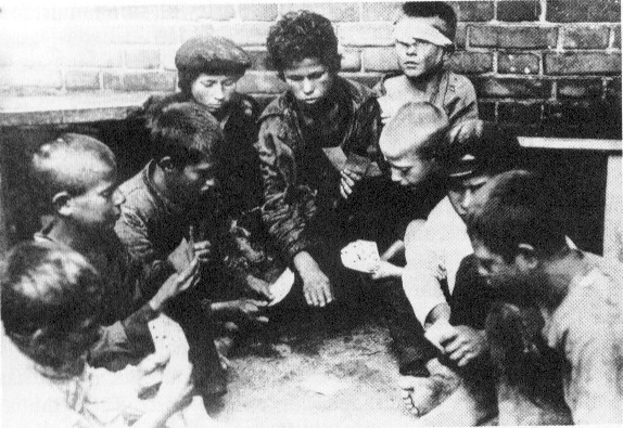 Orphaned children on the streets during the Russian Civil War. (Public Domain)