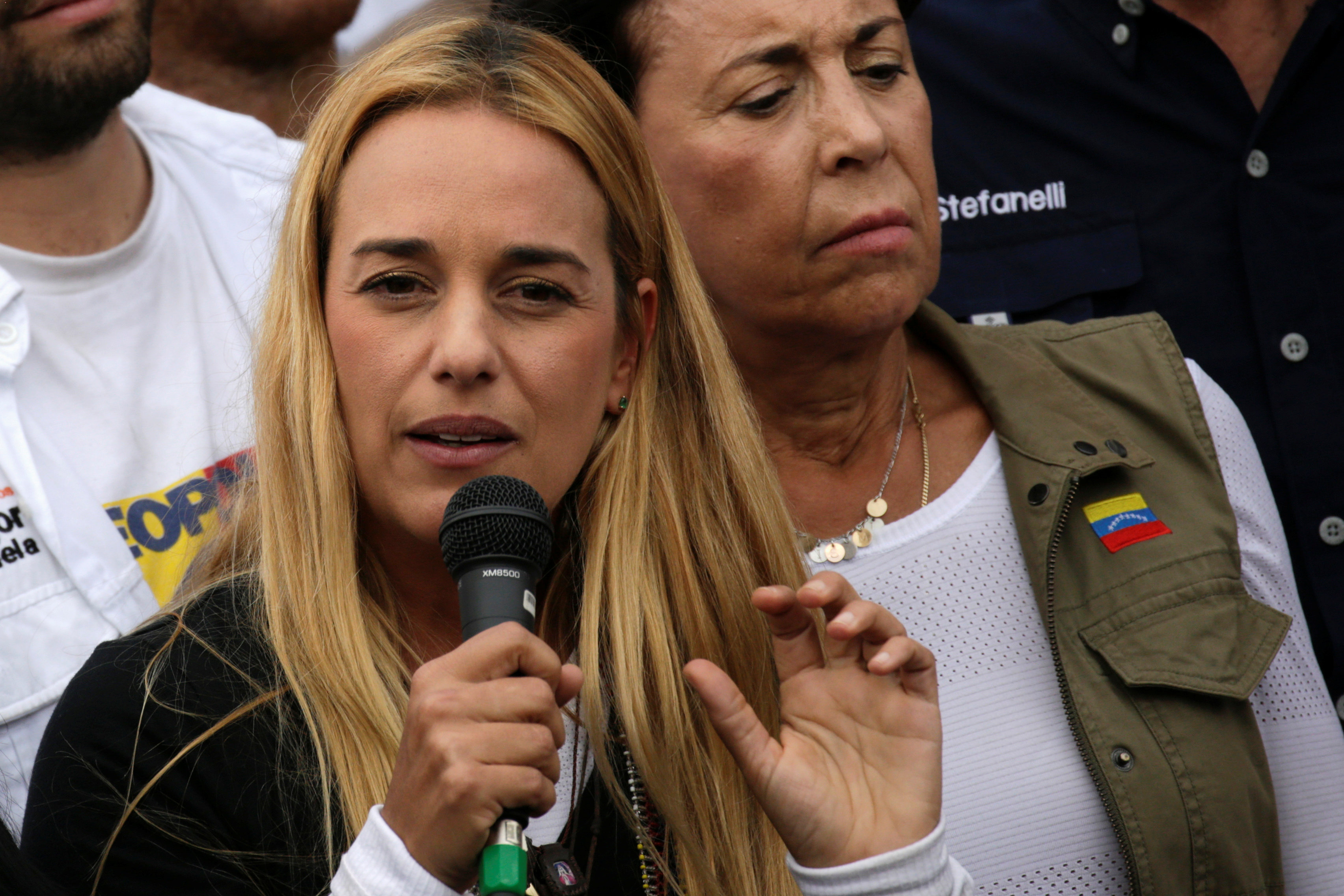 Lilian Tintori, wife of jailed Venezuelan opposition leader Leopoldo Lopez, during a rally in support of political prisoners and against Venezuelan President Nicolas Maduro, outside the military prison of Ramo Verde, in Los Teques, Venezuela on April 28, 2017. (REUTERS/Marco Bello)