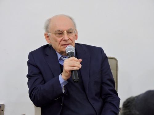 David Matas fielding questions in the Q&A session of the conference on February 28th, 2017 (Minghui.org)