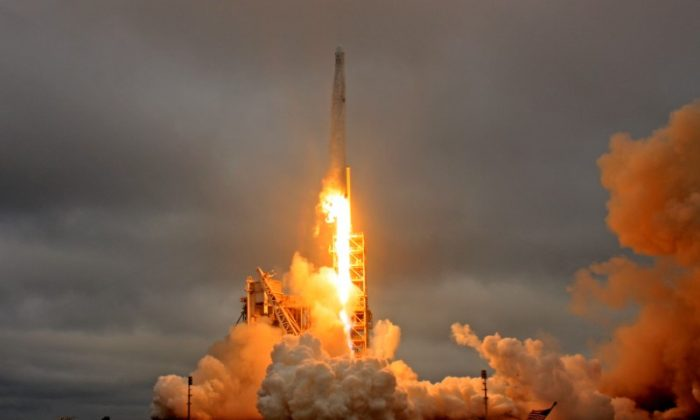 A SpaceX Falcon 9 rocket lifts off on a supply mission to the International Space Station from historic launch pad 39A at the Kennedy Space Center in Cape Canaveral, Fla., on Feb. 19, 2017. (REUTERS/Joe Skipper)