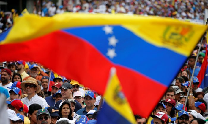 Demonstrators hold Venezuelan flags while rallying against Venezuela's President Nicolas Maduro in Caracas, Venezuela May 1, 2017. (Carlos Garcia Rawlins/Reuters)