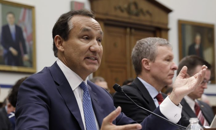 """United Airlines CEO Oscar Munoz (L) testifies next to  UAL President Scott Kirby at a House Transportation and Infrastructure Committee hearing on """"Oversight of U.S. Airline Customer Service,"""" on Capitol Hill in Washington on May 2, 2017. (Kevin Lamarque/Reuters)"""