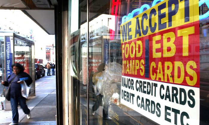 A sign in a market window advertises the acceptance of food stamps in New York City on Oct. 7, 2010. (Spencer Platt/Getty Images)