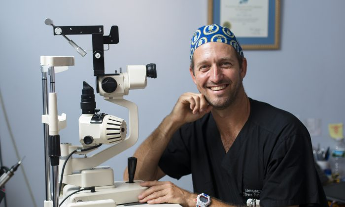 Dr. Steven Stetson in his office at Diamond Vision in Manhattan, New York, on Aug. 25, 2016. (Samira Bouaou/Epoch Times)