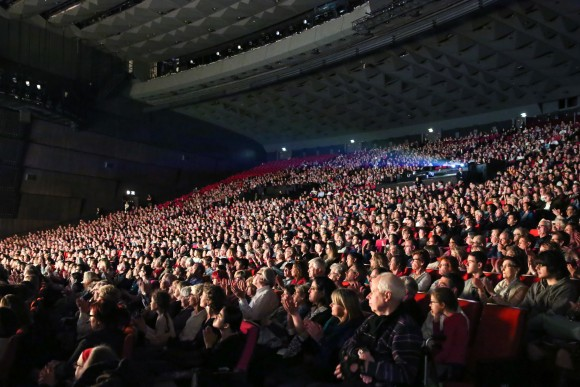 The audience attending Shen Yun at Palais des Congrès on Saturday April 22, 2017. (Epoch Times)