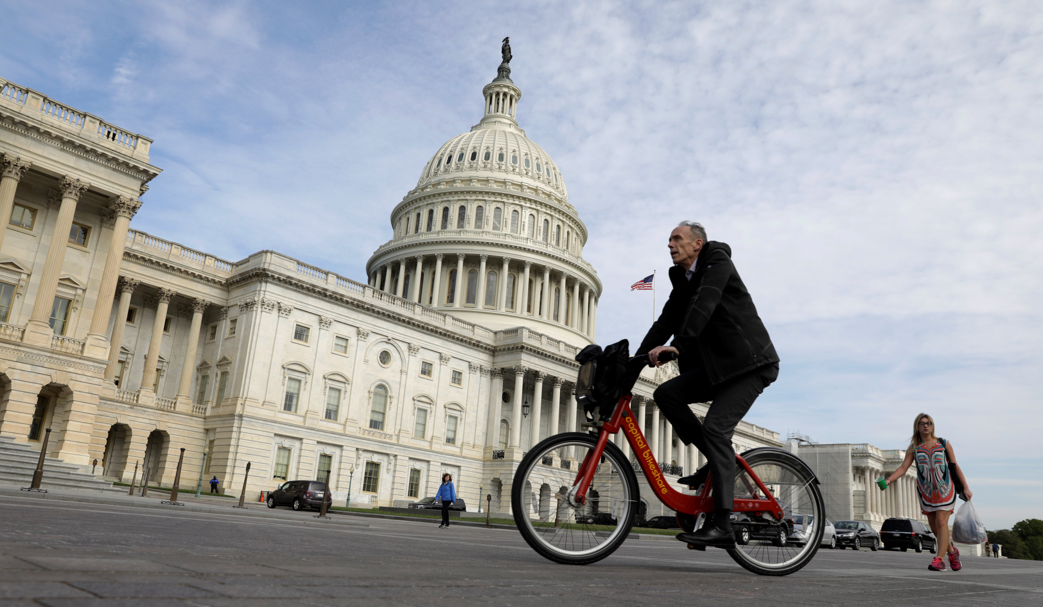 A cyclist passes the the U.S. Capitol, on the day the House is expected to vote here to repeal Obamacare in Washington on May 4, 2017. (REUTERS/Kevin Lamarque)