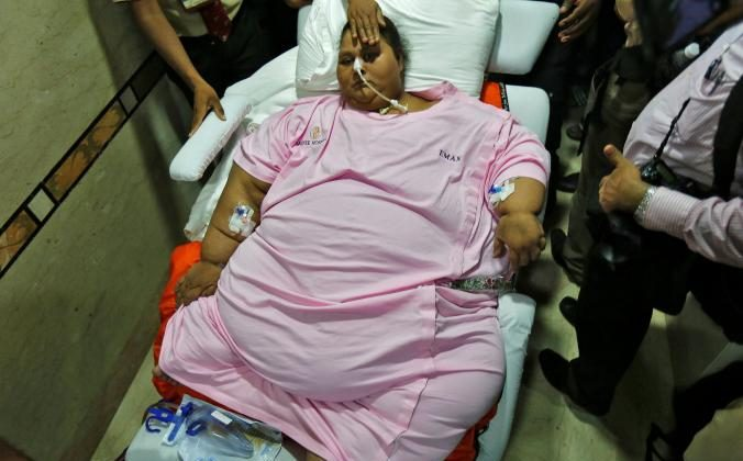 Eman Ahmed, an Egyptian woman who underwent weight loss surgery, is carried on a stretcher as she leaves a hospital in Mumbai, India May 4, 2017. REUTERS/Shailesh Andrade