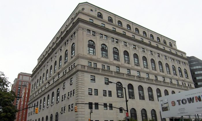 The Central Court Building in Brooklyn, N.Y. Acting Brooklyn District Attorney Eric Gonzalez has instructed staff to consider modifying sentences and changing offenses for illegal immigrants to help them avoid deportation.  (Reading Tom/Flikr)