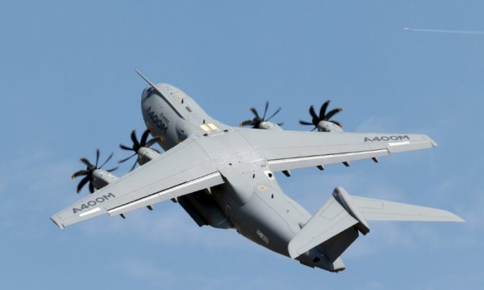 An Airbus A400M military aircraft participates in a flying display during the 51st Paris Air Show at Le Bourget airport near Paris, France on June 16, 2015.  (REUTERS/Pascal Rossignol)