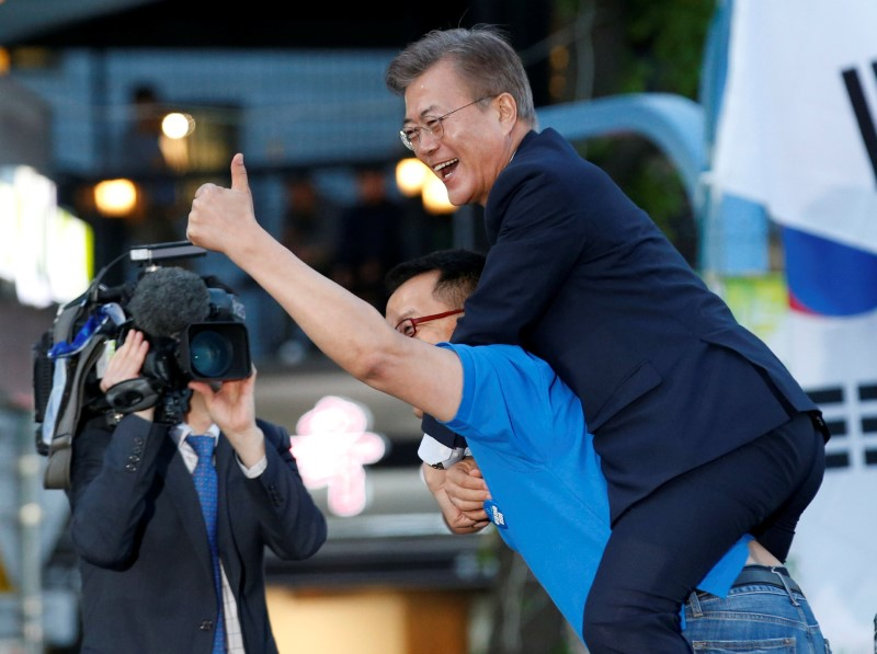 A supporter carries Moon Jae-in, presidential candidate of the Democratic Party of Korea, on his back during Moon's election campaign rally in Seoul, South Korea on May 6, 2017. (REUTERS/Kim Kyung-Hoon)