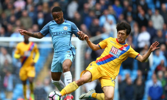Raheem Sterling of Manchester City and Chung-yong Lee of Crystal Palace battle for possession during the Premier League match between Manchester City and Crystal Palace at the Etihad Stadium on May 6, 2017 in Manchester, England. (Dave Thompson/Getty Images)