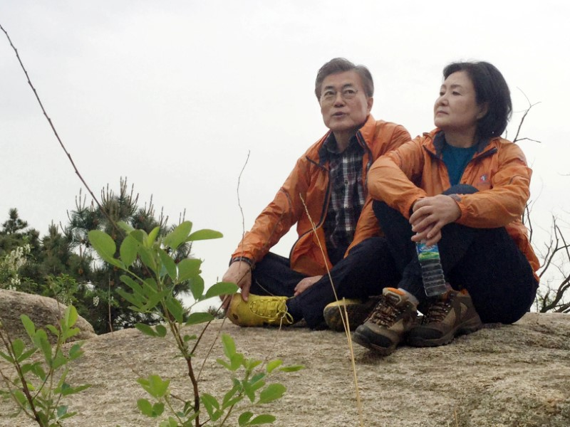 Moon Jae-in, the candidate of the Democratic Party of Korea, takes a rest with his wife Kim Jung-sook at a mountain behind his private house in Seoul, South Korea on May 9, 2017. (The office of election camp of Moon Jae-In/News1 via REUTERS)