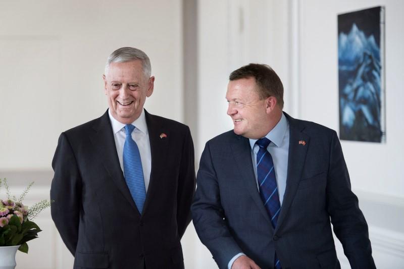 Danish Prime Minister Lars Loekke Rasmussen (R) meets with United States Defense Minister, former General James Mattis (L) in the Prime Minister's Office at Christiansborg Castle in Copenhagen, Denmark on May 9, 2017. (Scanpix Denmark/Liselotte Sabroe via REUTERS)