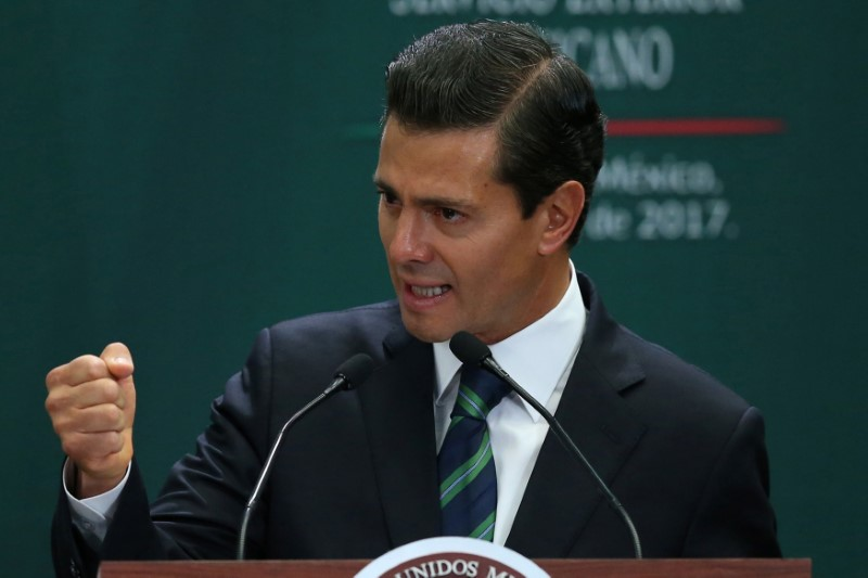 Mexico's President Enrique Pena Nieto during an event to recognize the contributions made by members of the Mexican foreign service, in Mexico City, Mexico on April 28, 2017. (REUTERS/Edgard Garrido)