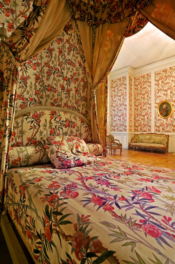 Chambord's Interiors: Interiors sure don't come like this today. A step back in time as a busy floral print beautifies the bedding and walls. (Courtesy of Chateau of Chambord)