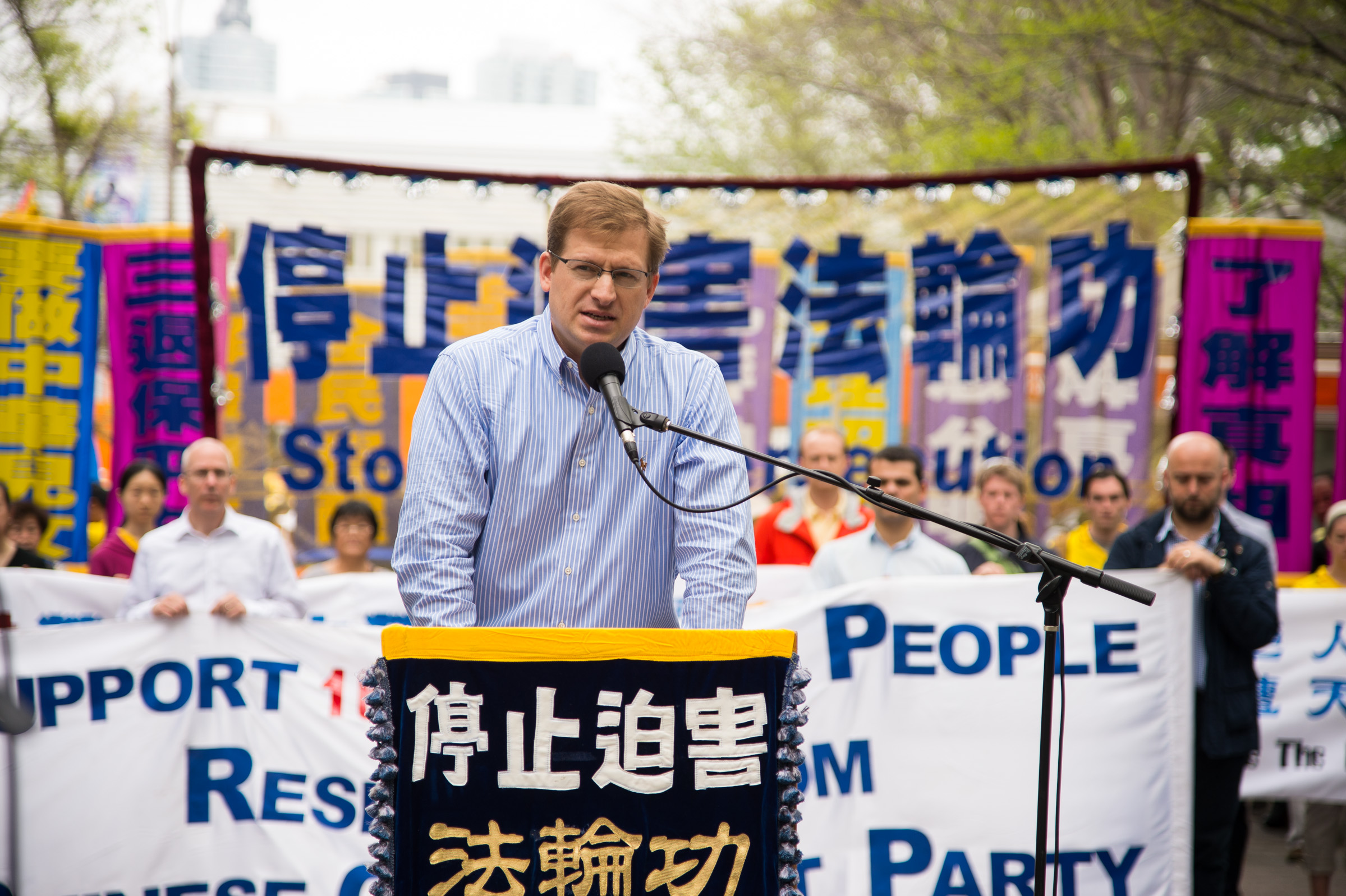 Levi Browde, a partner with a Manhattan-based software company and the executive director of the Falun Dafa Information Center, speaks at a Falun Gong rally on May 14, 2014. (Dai Bing/The Epoch Times)