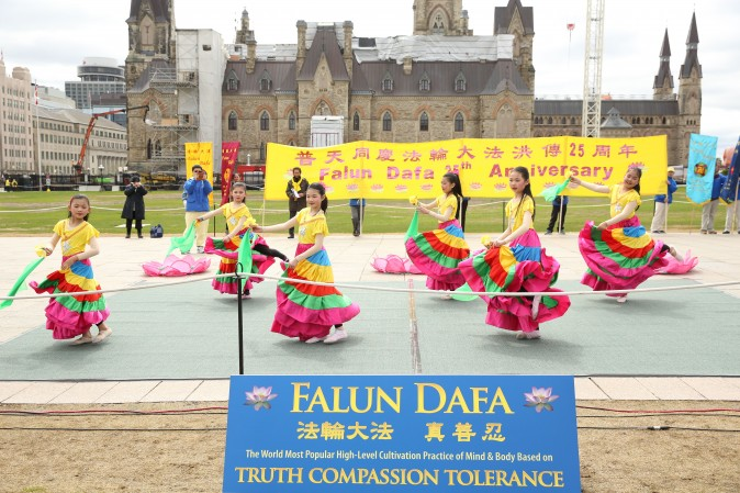 Young Falun Gong practitioners perform a traditional dance during a celebration on Parliament Hill marking the 25th anniversary of the practice's introduction to the public, May 9, 2017. (Evan Ning/Epoch Times)