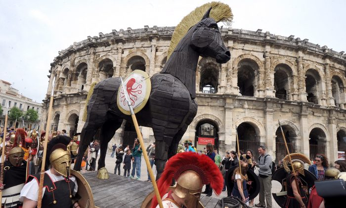 TO GO WITH AFP STORY BY REMY ZAKA - People parade with a Trojan horse during an historical reenactment in front of the amphitheatre as part of the third edition of the Roman Games on April 28, 2012 in Nimes, southern France. The event, that focused this year on the Trojan war, runs until April 29.  AFP PHOTO / PASCAL GUYOT        (Photo credit should read PASCAL GUYOT/AFP/GettyImages)