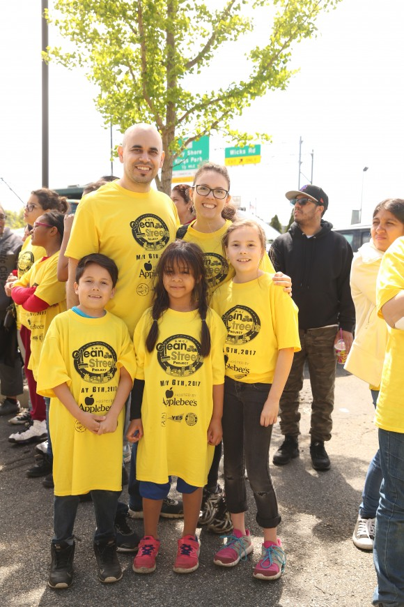 Ephrain (back L) and Beria Gaxiola with their two children and a friend. Beria brought 13 people to the cleanup event. (Laura Cooksey for The Epoch Times)