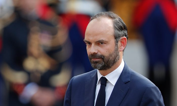Newly-appointed French Prime Minister Edouard Philippe attends a handover ceremony at the Hotel Matignon, in Paris, France on May 15, 2017. (REUTERS/Charles Platiau)