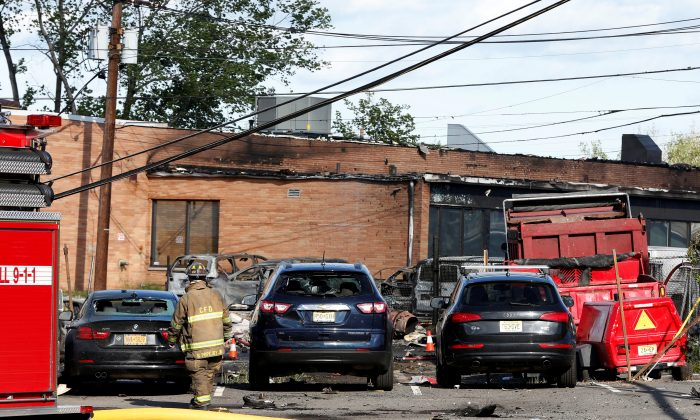 Burnt wreckage is seen at the site where a Learjet 35 crashed in Carlstadt, N.J., on May 15, 2017. (REUTERS/Mike Segar)