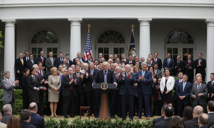 President Donald Trump and Vice President Mike Pence with House Republicans, after they passed legislation aimed at repealing and replacing Obamacare, in the Rose Garden of the White House on May 4, 2017. (REUTERS/Carlos Barria)