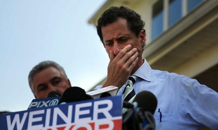 Anthony Weiner speaking with reporters in Staten Island on a visit to homes damaged by Hurricane Sandy on July 26, 2013 in New York City. (Spencer Platt/Getty Images)