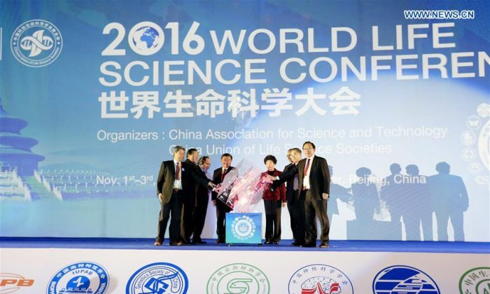 The China Association for Science and Technology, China's peak professional association for scientists, hosts the World Life Science Conference in Beijing on Nov. 1, 2016. CAST recently criticized Springer after the academic publisher retracted 107 medical papers from Chinese authors. (Screenshot/Xinhua)