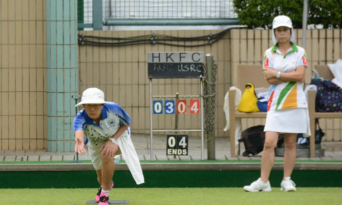 Wanis Sze (delivering) from Hong Kong Football Club on her way to defeating Cindy Robinson of United Service Recreation Club in their league meeting on Saturday, May 20. The 8-0 victory allowed HKFC to move within two points of league leaders Island Lawn Bowls Club. (Stephanie Worth)