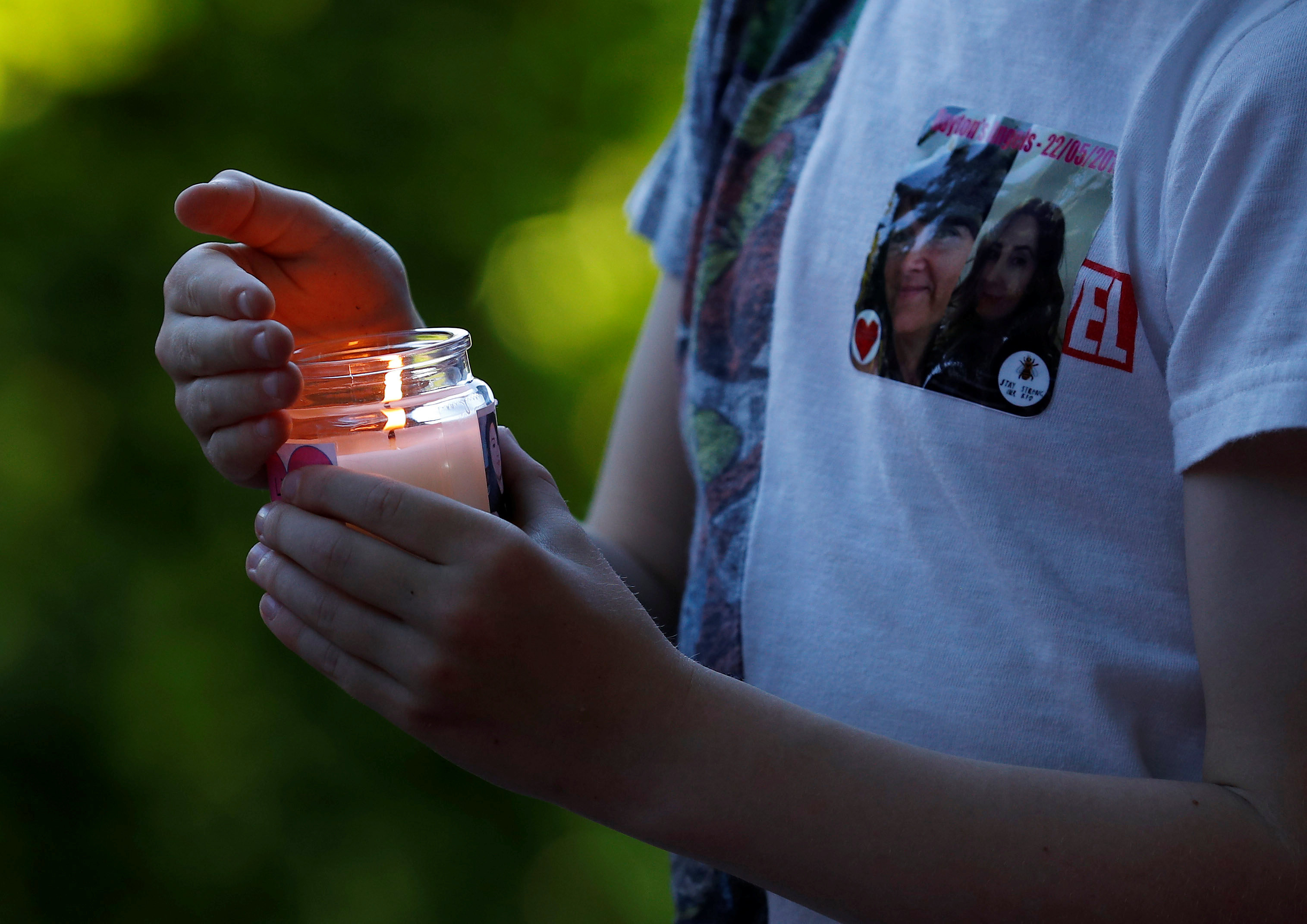 A boy carries a candle during a vigil for the victims of an attack on concert goers at Manchester Arena, in Royton, near Manchester, Britain on May 26, 2017. (REUTERS/Phil Noble)