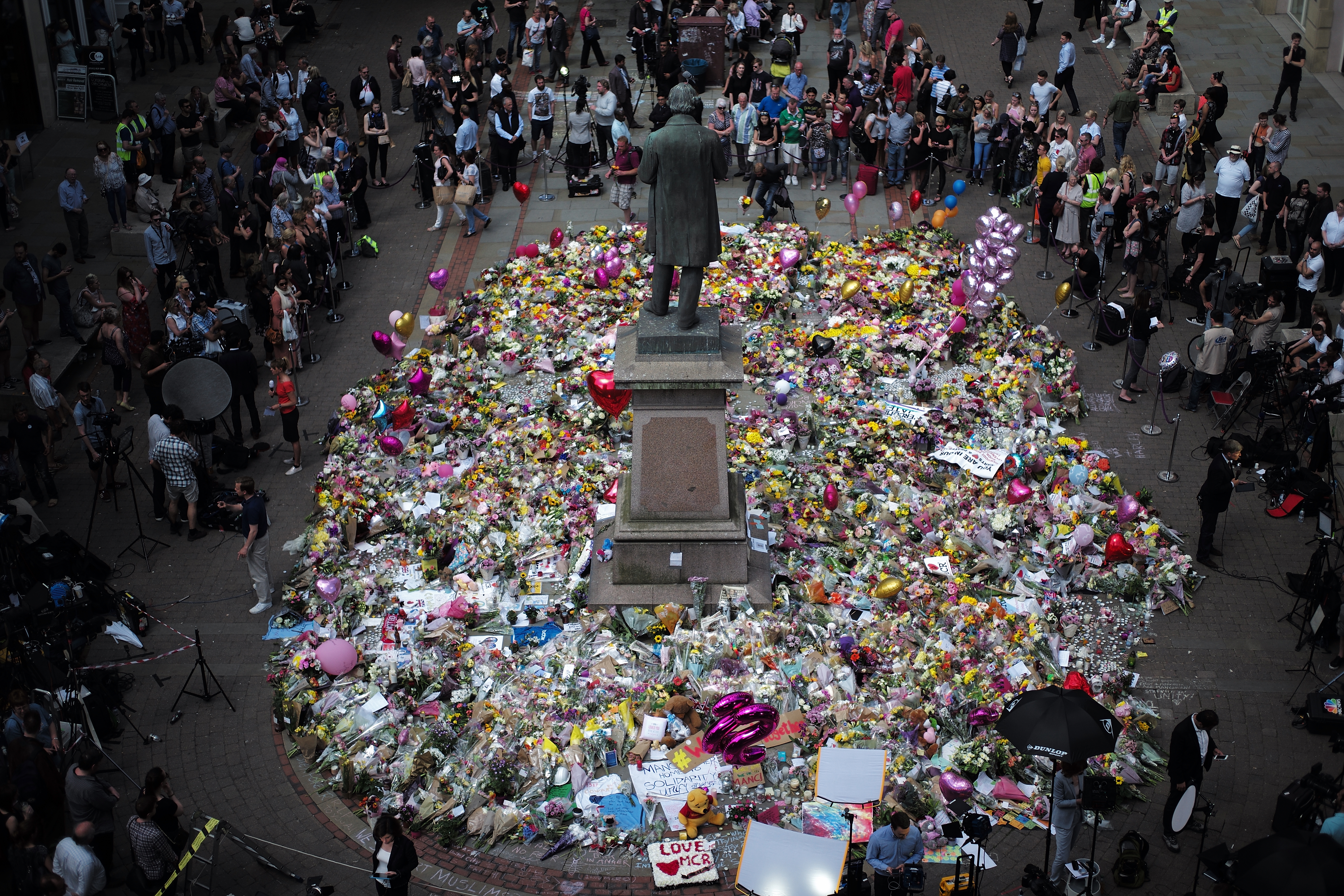 The carpet of floral tributes to the victims and injured of the Manchester Arena bombing covers the ground in St Ann's Square in Manchester,  England on May 25, 2017. (Christopher Furlong/Getty Images)