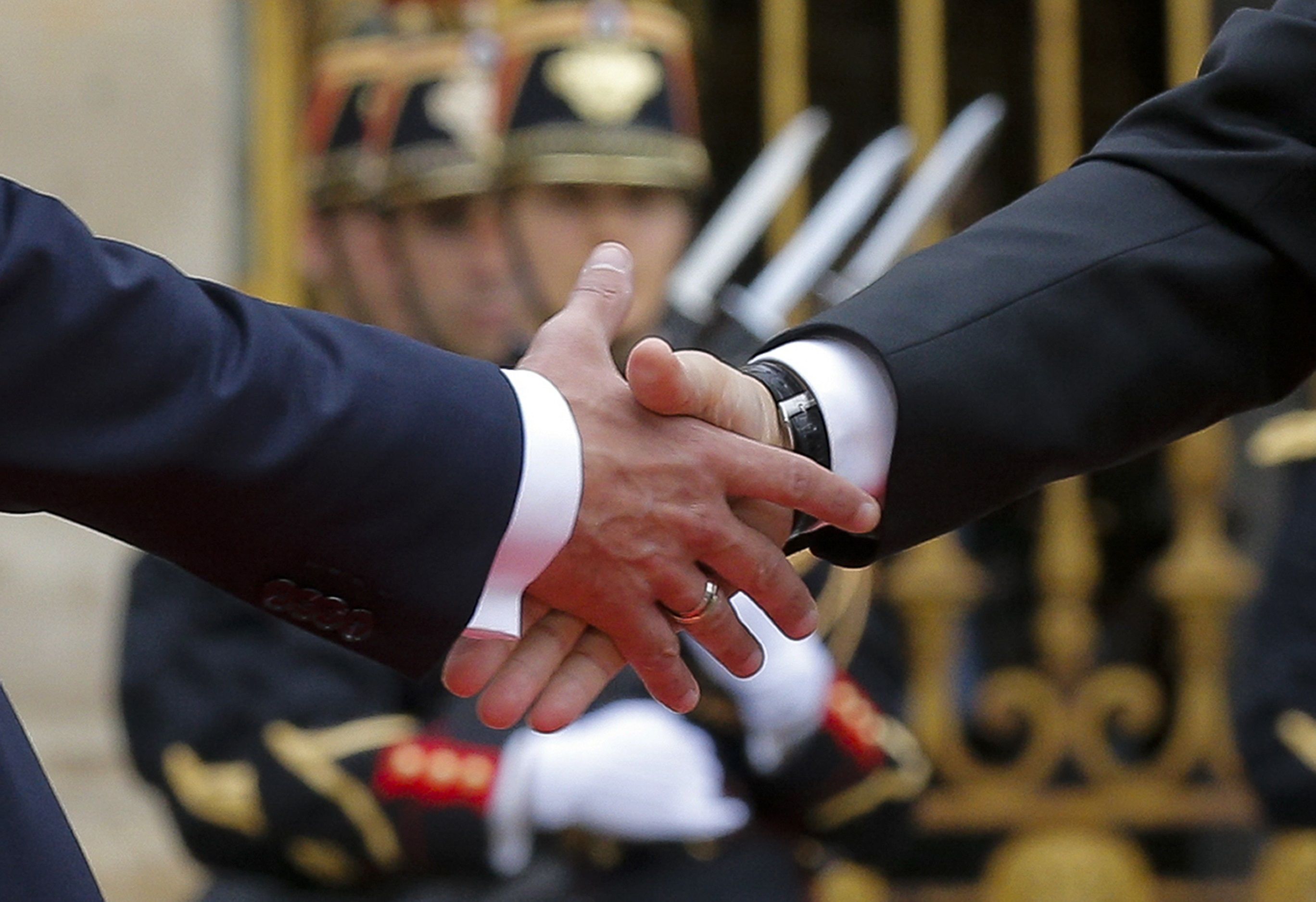 French President Emmanuel Macron (L) shakes hands with Russian President Vladimir Putin during a meeting at the Chateau de Versailles near Paris, France, May 29, 2017.  (REUTERS/Alexander Zemlianichenko/Pool)