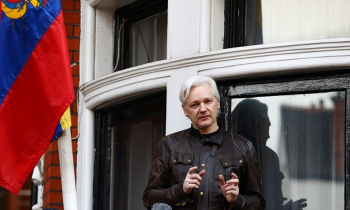 WikiLeaks founder Julian Assange speaks on the balcony of the Embassy of Ecuador in London, Britain on May 19, 2017. (REUTERS/Neil Hall)