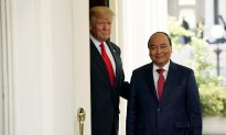 Trump Hails Signing of Deals Worth 'Billions' With Vietnam