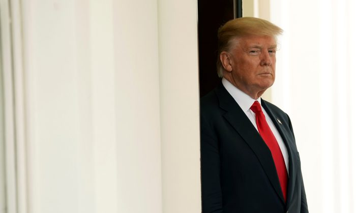 President Donald Trump waits for the arrival of Vietnamese Prime Minister Nguyen Xuan Phuc at the White House in Washington on May 31, 2017.  (REUTERS/Kevin Lamarque)
