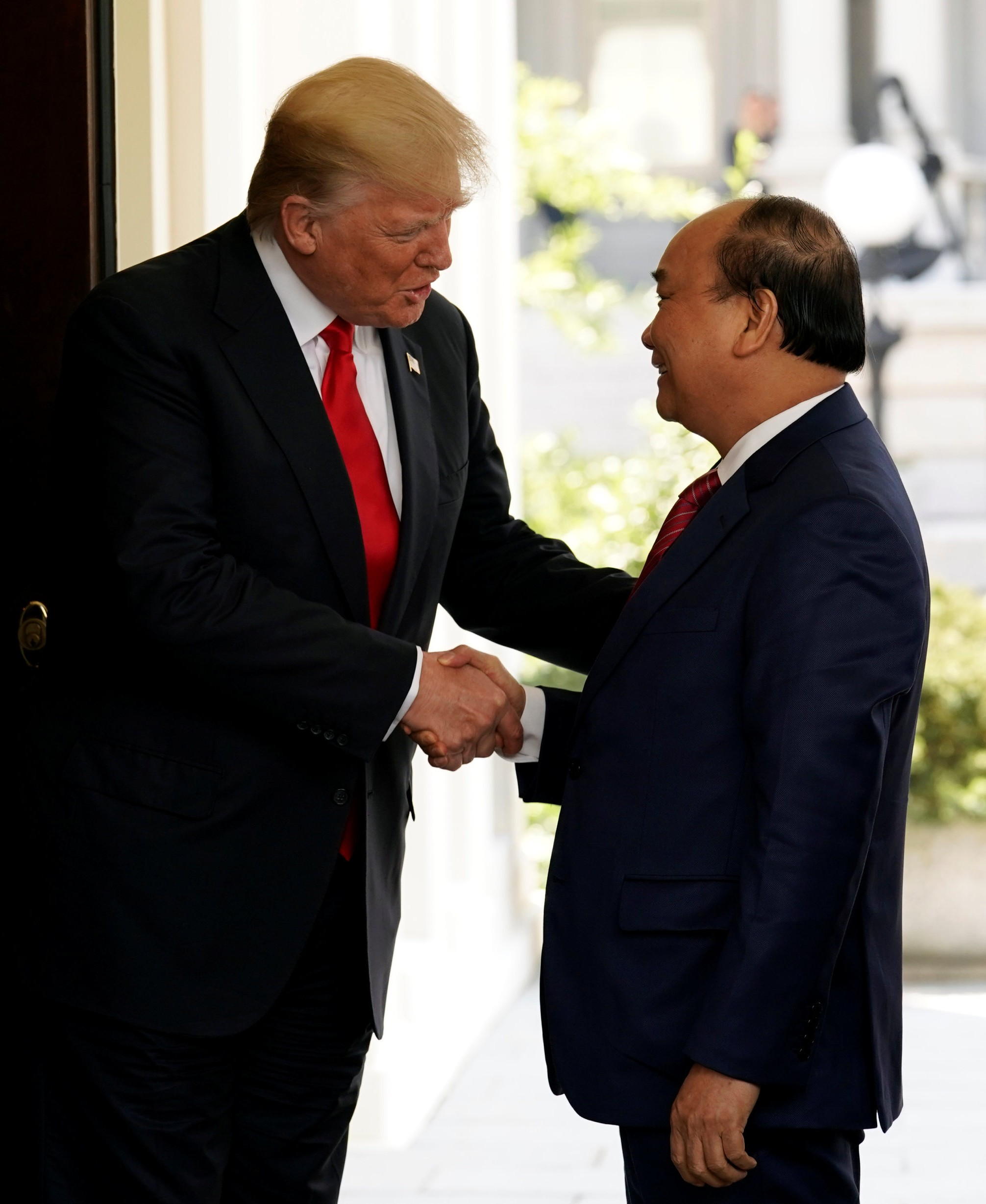 President Donald Trump greets Vietnamese Prime Minister Nguyen Xuan Phuc at the White House in Washington on May 31, 2017. (REUTERS/Kevin Lamarque)