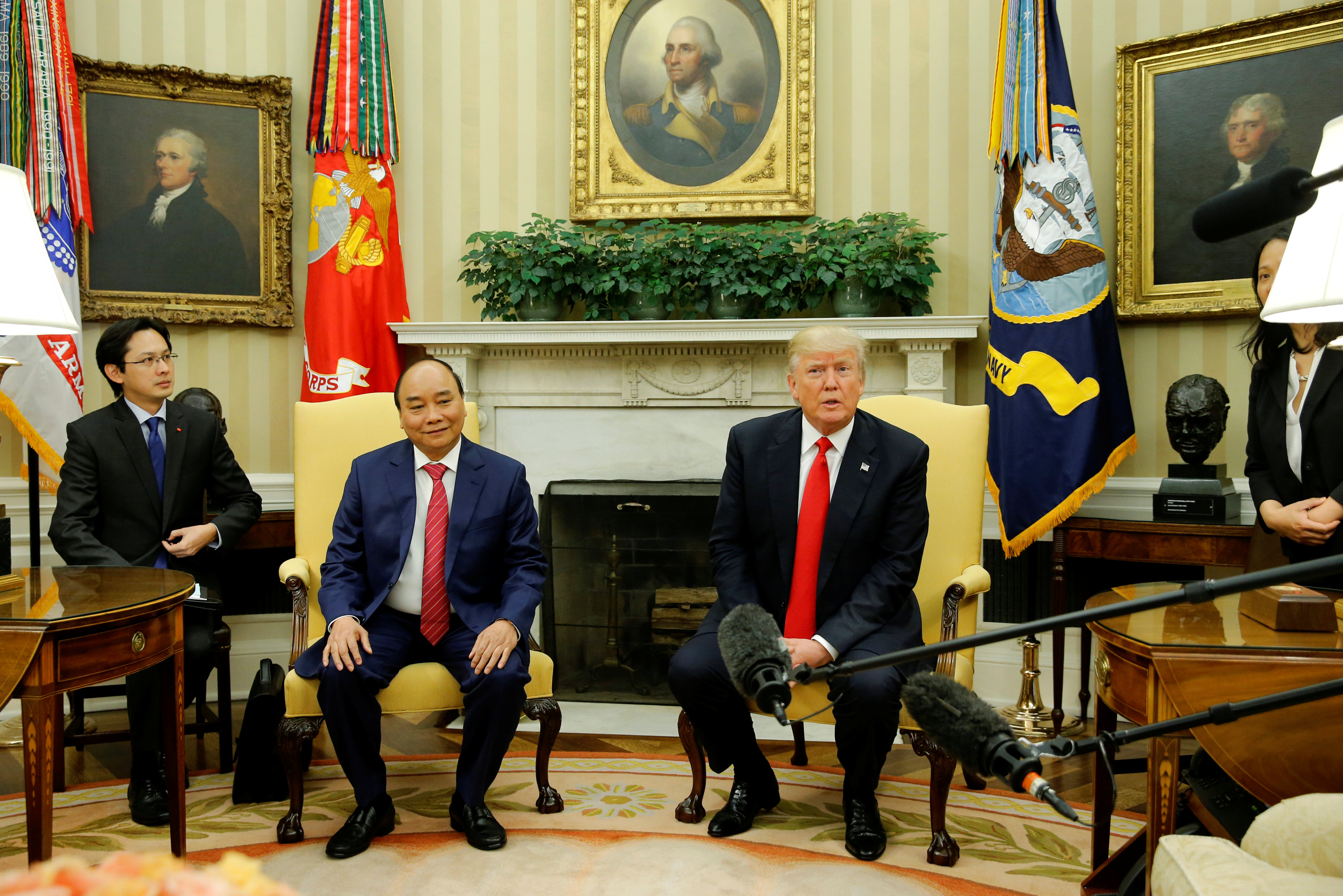 President Donald Trump welcomes Vietnam's Prime Minister Nguyen Xuan Phuc at the White House in Washington on May 31, 2017. REUTERS/Jonathan Ernst)