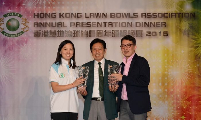 Vincent Cheung (middle) the President of the Hong Kong Lawn Bowls Association, presents the Bowler of the Year award to Dorothy Yu (left) and Chadwick Chen at the Annual Prize Presentation Dinner organised by the Hong Kong Lawn Bowls Association last Friday, May 26, 2017 (Stephanie Worth)