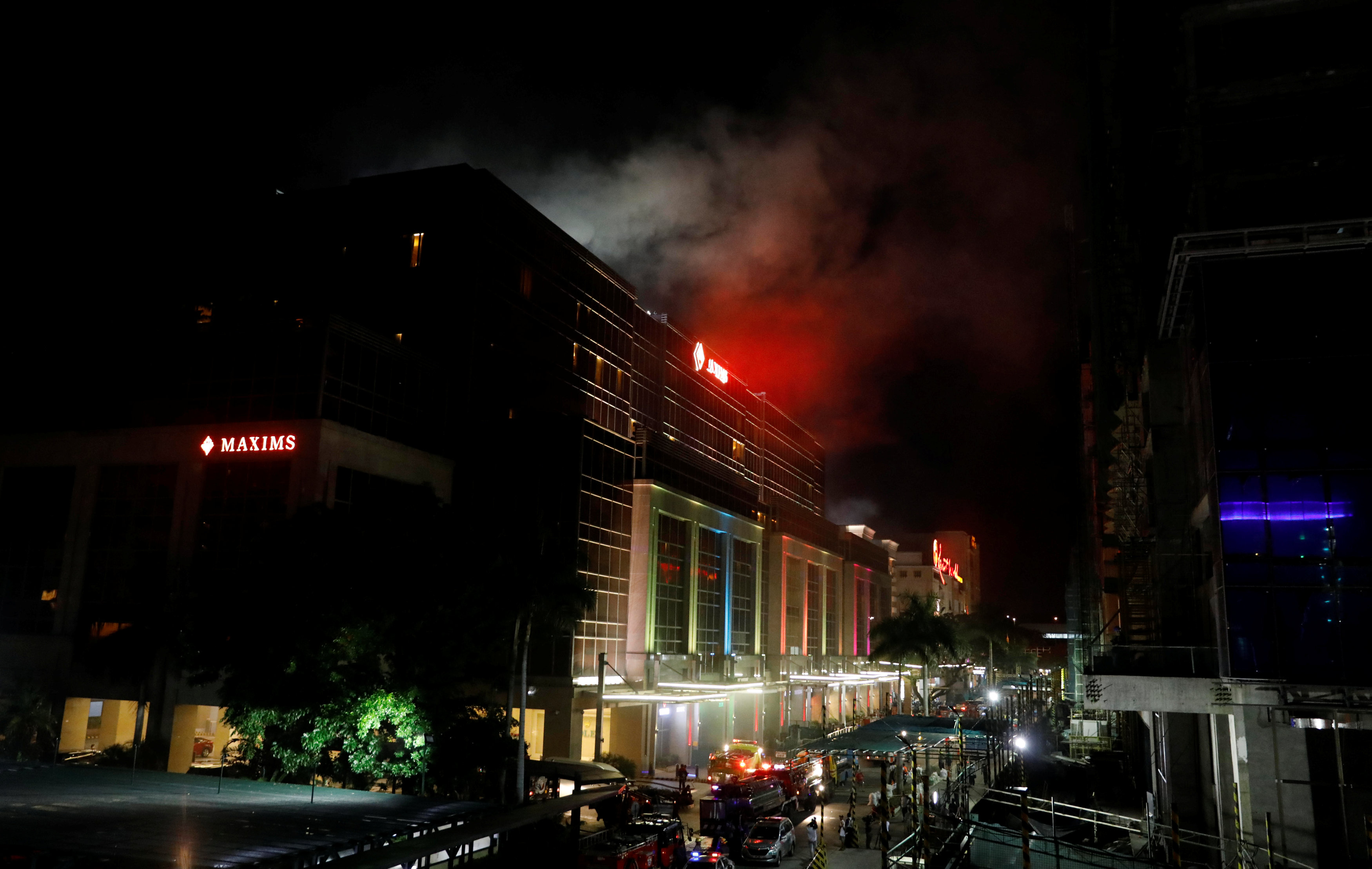Smoke billows from the Resorts World building in Pasay City, Metro Manila, Philippines on June 2, 2017. (REUTERS/Erik De Castro)