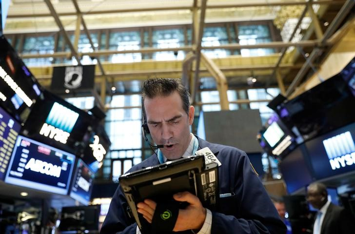 Traders work on the floor of the New York Stock Exchange (NYSE) in New York on May 31, 2017. (REUTERS/Brendan McDermid)
