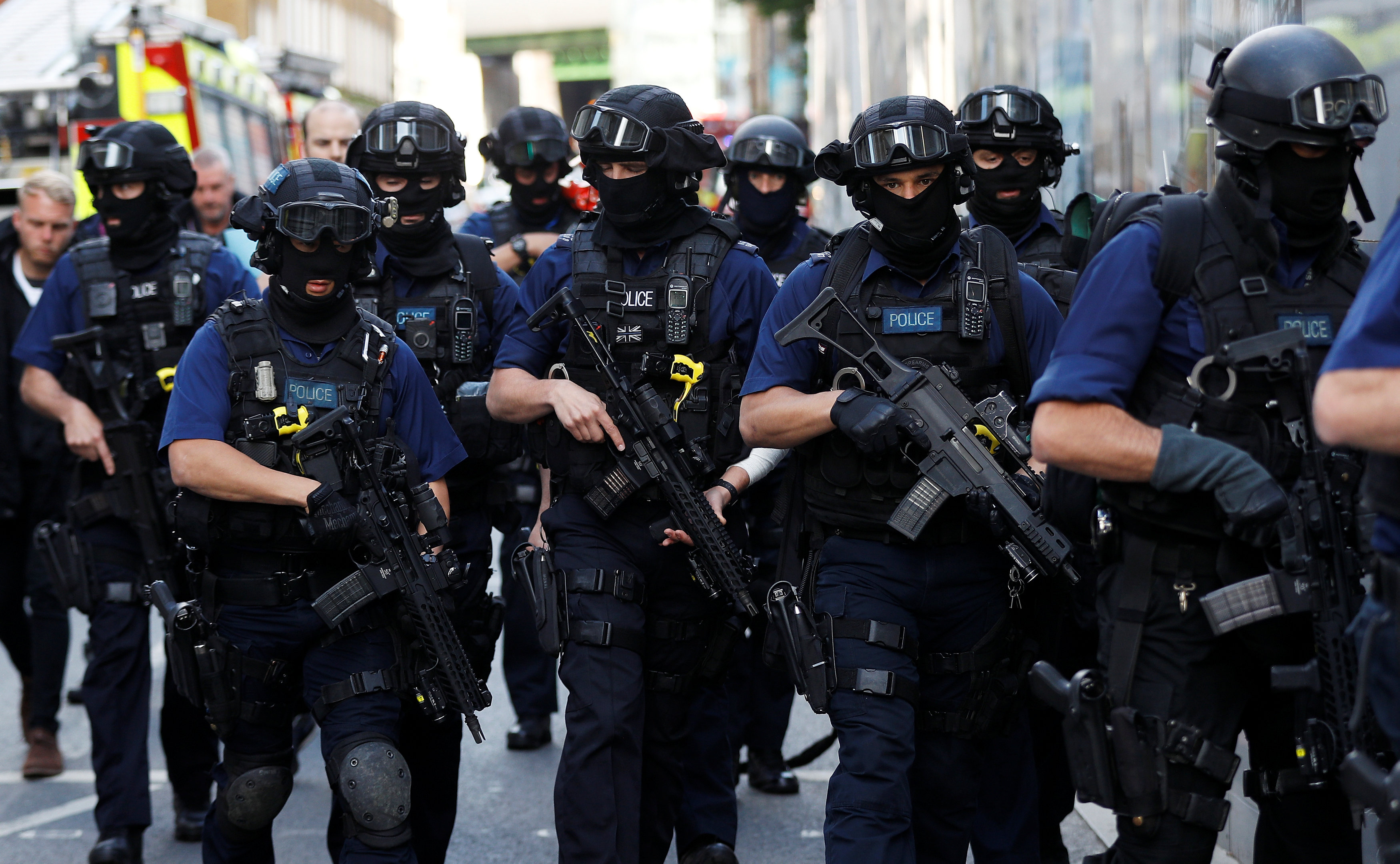 Armed police officers walk near Borough Market after an attack left 7 people dead and dozens injured in London, Britain n June 4, 2017. (REUTERS/Peter Nicholls)