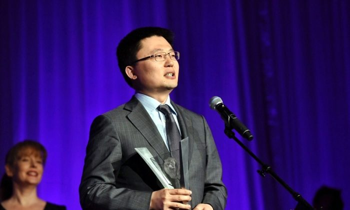 """Vancouver director Leon Lee speaks after receiving a Leo Award in four categories for """"Avenues of Escape"""" on June 3 at the Hyatt Regency Hotel in Vancouver. (Epoch Times)"""