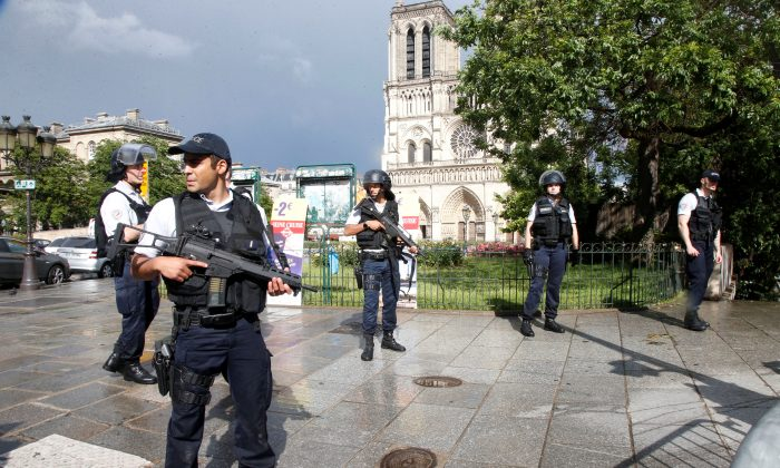 French police stand at the scene of a shooting incident near the Notre Dame Cathedral in Paris, France on June 6, 2017. (Charles Platiau/Reuters)