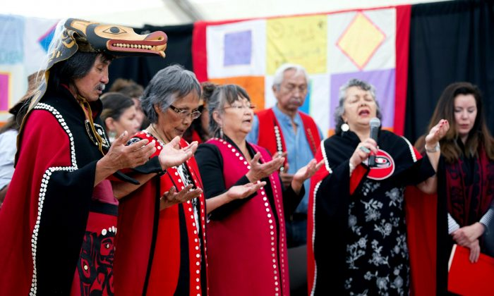 The Jack family take part in a song led by lawyer Joan Jack (R) at the National Inquiry into Missing and Murdered Indigenous Women and Girls in Whitehorse, Yukon, on June 1, 2017. Joan Jack's sister-in-law, Barbara, was murdered. (The Canadian Press/Jonathan Hayward)