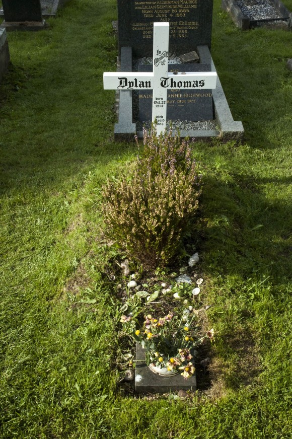 The final resting place of Dylan Thomas in the Laugharne churchyard. (Carole Jobin)