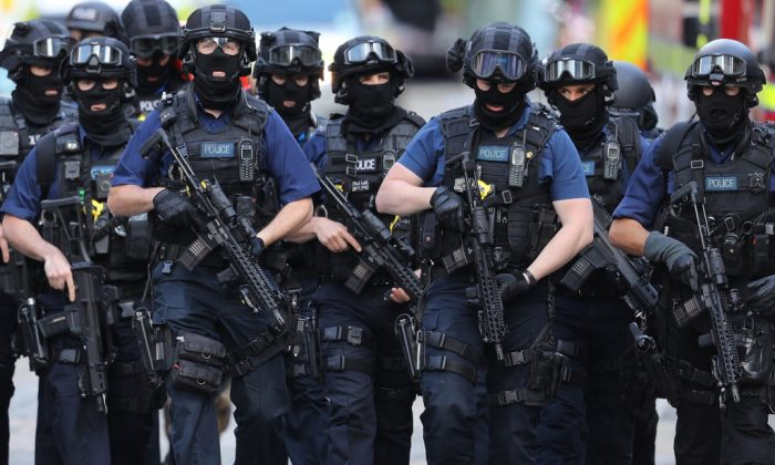 Counter terrorism officers patrol the streets a day after the terrorist attack in London Bridge, in London, on June 4, 2017. (Dan Kitwood/Getty Images)