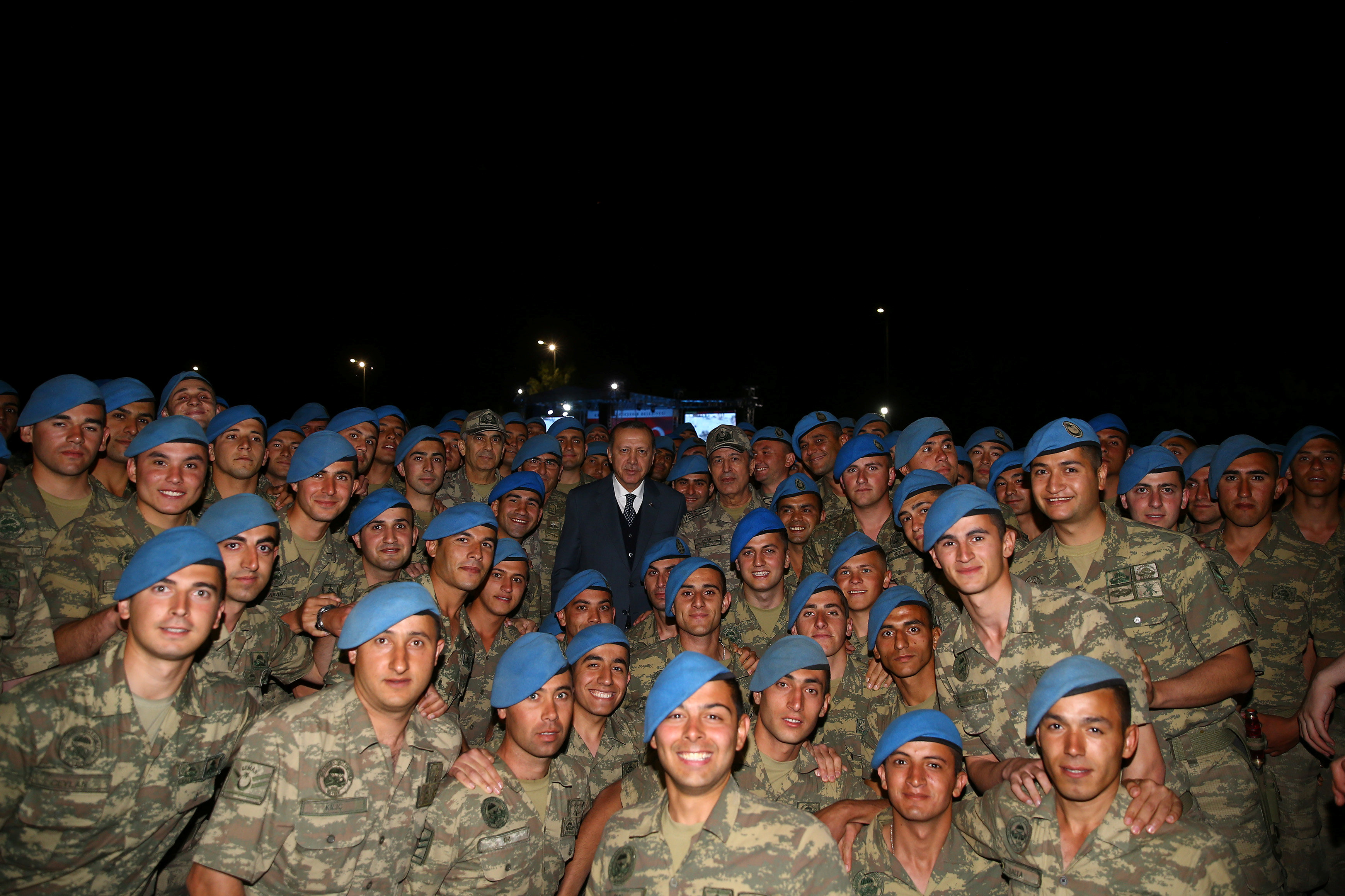 Turkish President Tayyip Erdogan poses with commandos following a fast-breaking iftar dinner at the 1. Commando Brigade in Kayseri, Turkey on June 8, 2017. (Kayhan Ozer/Presidential Palace/Handout via REUTERS)