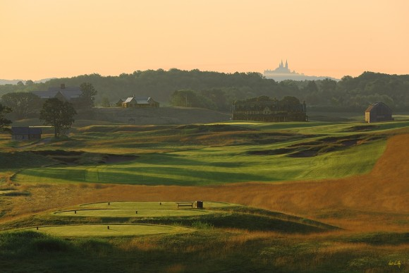 The 18th hole at Erin Hills is muscular par-5 with varying tee positions and features Holy Hill Basilica in the distance. (Paul Hundley PhotoGraphics)
